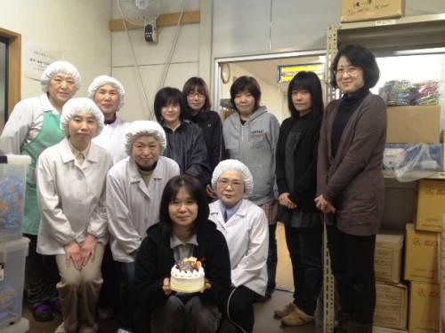 メンバーの誕生日をみんなで祝う(H24・3月)